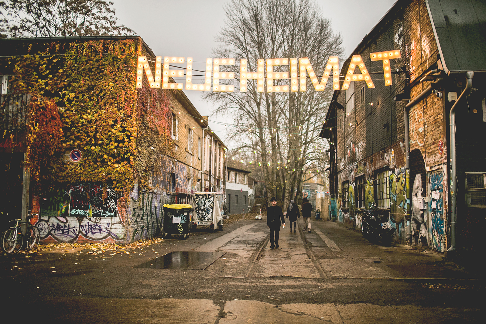 Berlin wall alittlemindful for Bar food night neue heimat